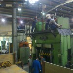 JOST Veszprém 70 tonnás présgép kitelepítése csarnokból, és trailerre daruzása (7)