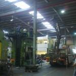 JOST Veszprém 70 tonnás présgép kitelepítése csarnokból, és trailerre daruzása (8)