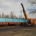 CELLDÖMÖLK vasúti híd trailerről vagonra daruzása (5)