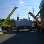 Ajkai Elektronikai Kft. 65 tonnás présgép levétele trailerről, csarnokba telepítése (1)