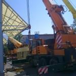 Ajkai Elektronikai Kft. 65 tonnás présgép levétele trailerről, csarnokba telepítése (2)
